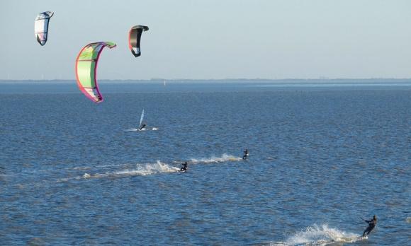 Nicht immer unproblematisch: Kitesurfen